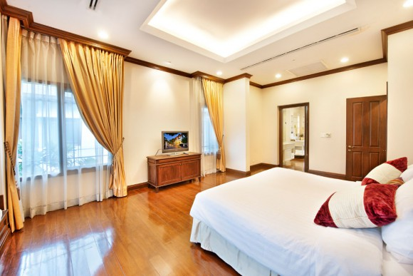 Master Bedroom 05