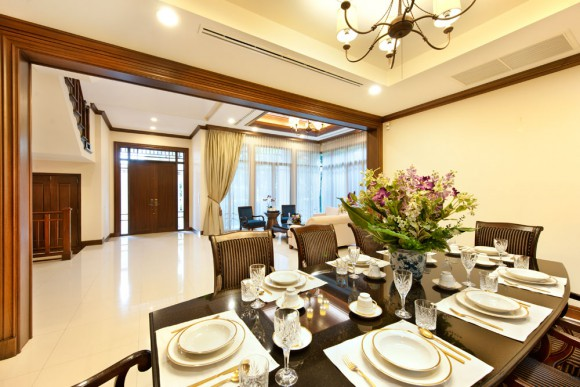 Living and dining area 02